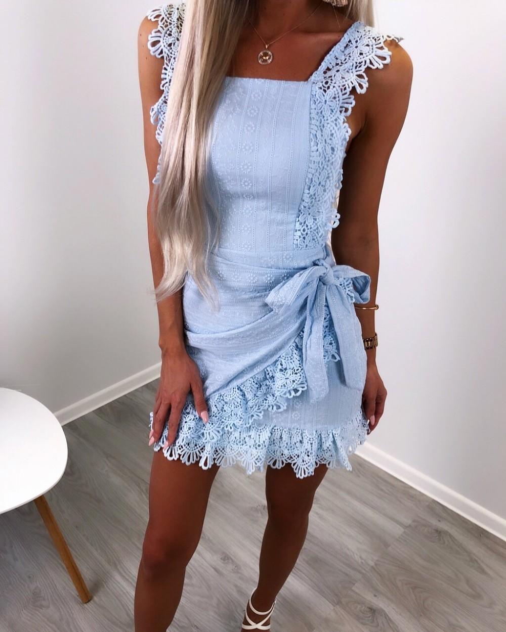 5298499a1d9 Pitsist keskelt seotav kleit - AIRILY
